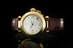 Cartier Pasha (35mm) in 18k Gelbgold mit weißem Zifferblatt & Lederband