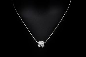 Weißgoldkette mit Diamantanhänger im Kreuzdesign (ca. 0,9ct.)