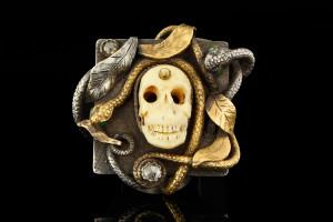 Totenkopfring mit Diamanten in Gelbgold & Silber von Guido Carbonich