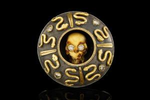 Totenkopfring mit Diamanten in 18k Gelbgold & Silber von Guido Carbonich