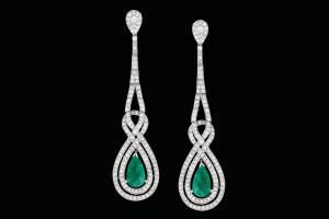 18k Weißgold Ohrringe mit ca. 3ct. Brilliantschliff-Diamanten im Vintage-Look mit ca. 3ct. Smaragden