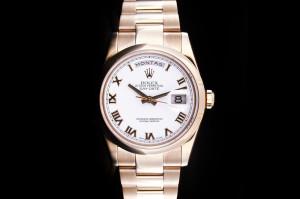 Rolex Day-Date (36mm) Ref.: 118205 in Roségold mit weißem Zifferblatt Box & Papiere aus 2006