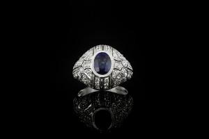 Diamantring mit einem schwarzen Saphirstein und ca. 0,75ct. Brillianten