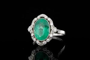 4,17ct. Smaragdring aus den 20er Jahren mit ca. 1,10ct. Diamanten