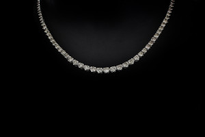 Diamantcollier mit ca. 7,5ct. Brillianten