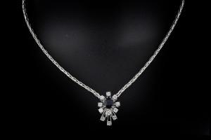 Kette in 18k Weißgold mit ca. 1ct. Diamanten & 1 ct. Saphir
