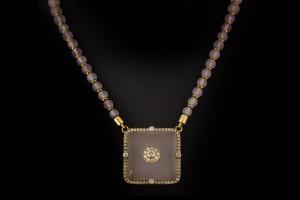 Rosenquarzkette mit diamantbesetztem Anhänger